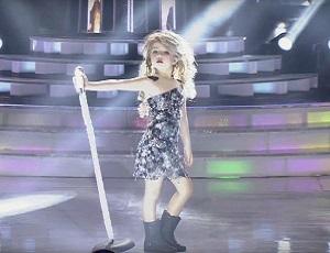 7-latka jako Taylor Swift miażdży system